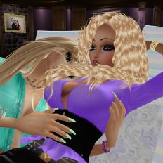 dirtyroleplaygirl cuddling in her musem (1)