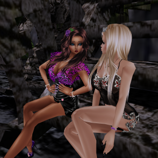 MistressSonyaSweet I just went on to try some outfits and had to read a story (2)