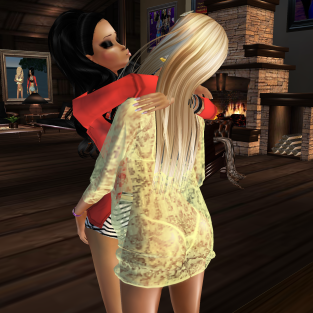 1Taylyn cuddling and talking in her beach house (3)