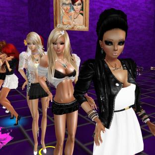quidlyn GabrielleBleueDOLL joined stephijxx 1Taylyn StephanieLovesPinkxx Rod4k annaleedevane msSlinkySilks cuddling on couch then dancing in purple room (5)