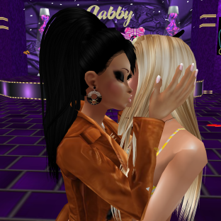 Rod4k and I went to the club but then were invited to Gabita's room joined 1Taylyn CyndiaStormHellion GabrielleBleueDOLL regal24U GabrielaCortes dancing in Gabs pool resort (1)