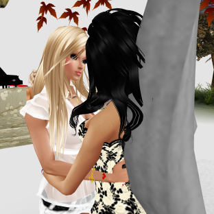 stephijxx 1Taylyn Talking to Stephani talkinig about telling Gabby and then Taylor came back (4)